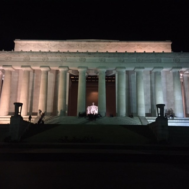 Quick photo of the Lincoln Memorial through the front.