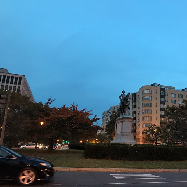 The evening view of Washington's hotels is worth capturing on photo.